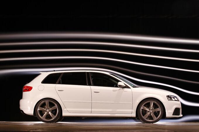 [Bild: Audi-RS-3-Sportback-Seitenansicht-Windka...498406.jpg]