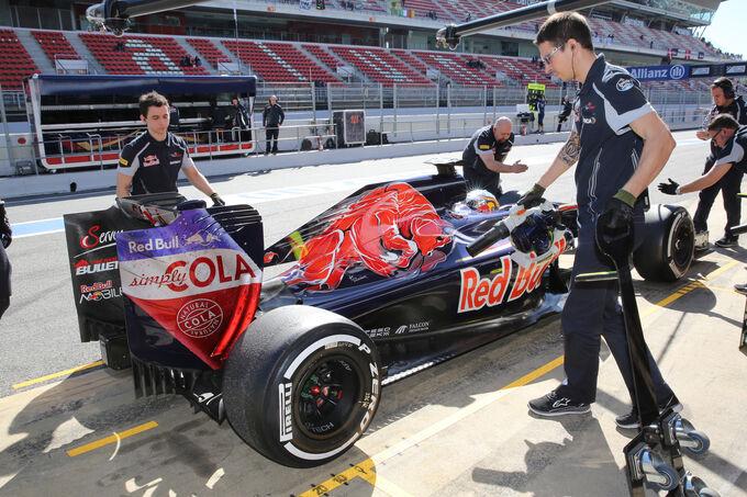 Carlos-Sainz-Toro-Rosso-Formel-1-Test-Ba