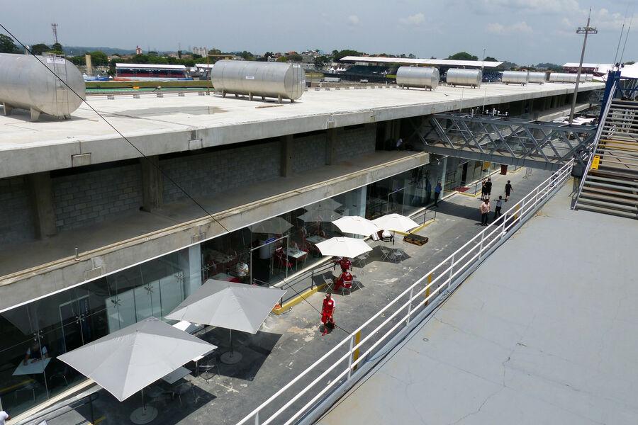[Imagen: Fahrerlager-Formel-1-GP-Brasilien-11-Nov...909186.jpg]