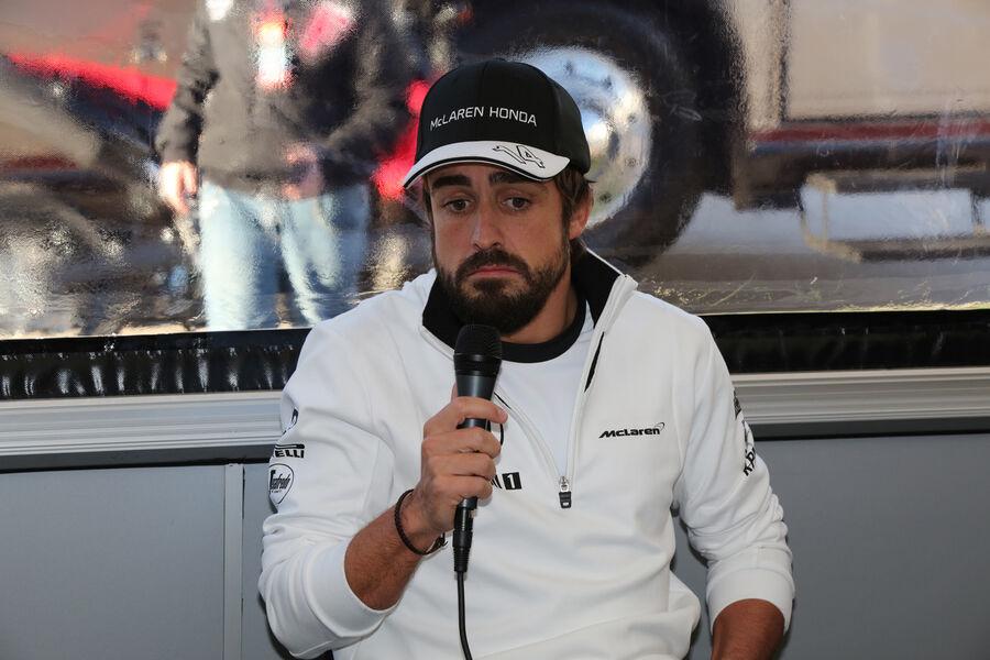 http://img1.auto-motor-und-sport.de/Fernando-Alonso-Test-Jerez-2015-fotoshowBigImage-30c81404-840618.jpg
