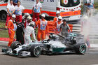Hamiltons Mercedes in Flammen