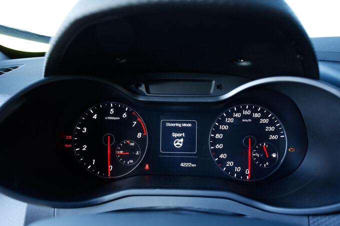 Hyundai Veloster Turbo, Rundinstrumente