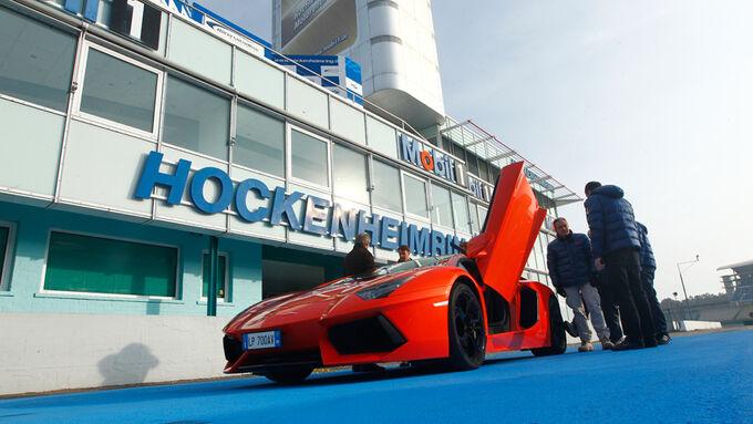 Lamborghini Aventador LP 700-4, Boxengasse, Scherentüre