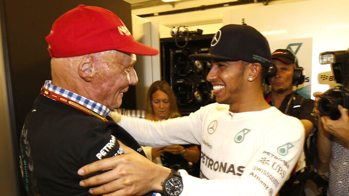 Lauda treibt Mercedes an