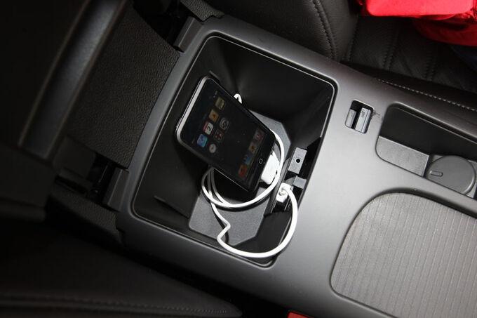 Opel-Insignia-Kaufberatung-USB-Anschluss