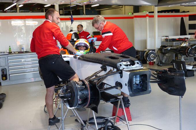 Roberto-Merhi-Manor-Marussia-Formel-1-GP-Australien-Melbourne-11-Maerz-2015-fotoshowImage-97d18788-849422.jpg