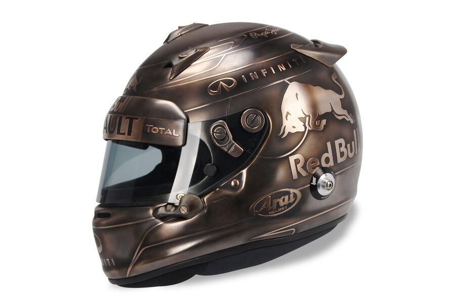 ricciardo 39 s and verstappen 39 s helmets look almost exactly. Black Bedroom Furniture Sets. Home Design Ideas