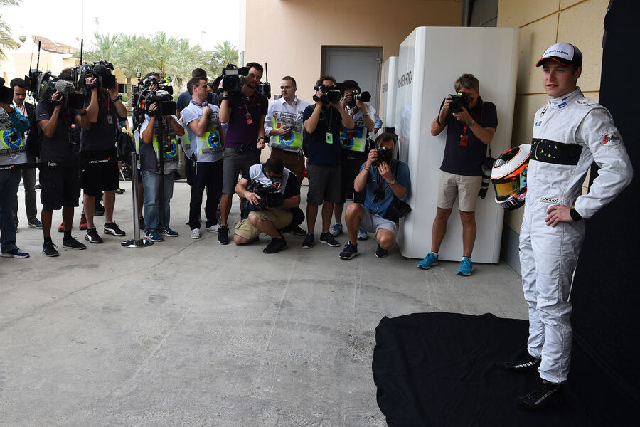 http://img1.auto-motor-und-sport.de/Stoffel-Vandoorne-McLaren-GP-Bahrain-Formel-1-1-April-2016-fotoshowBigImage-f4d7eb66-939205.jpg
