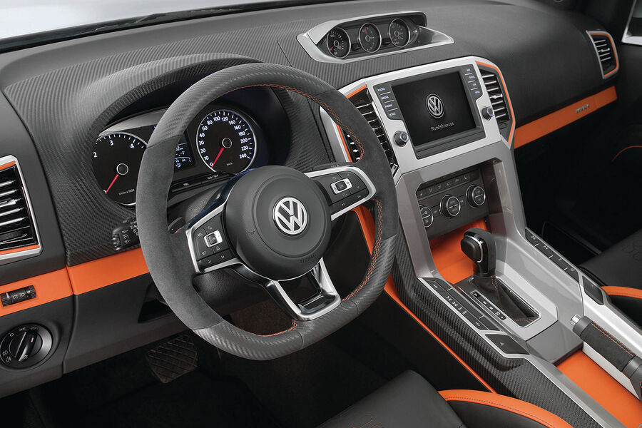 Фото салона Volkswagen Amarok Power 2014 года