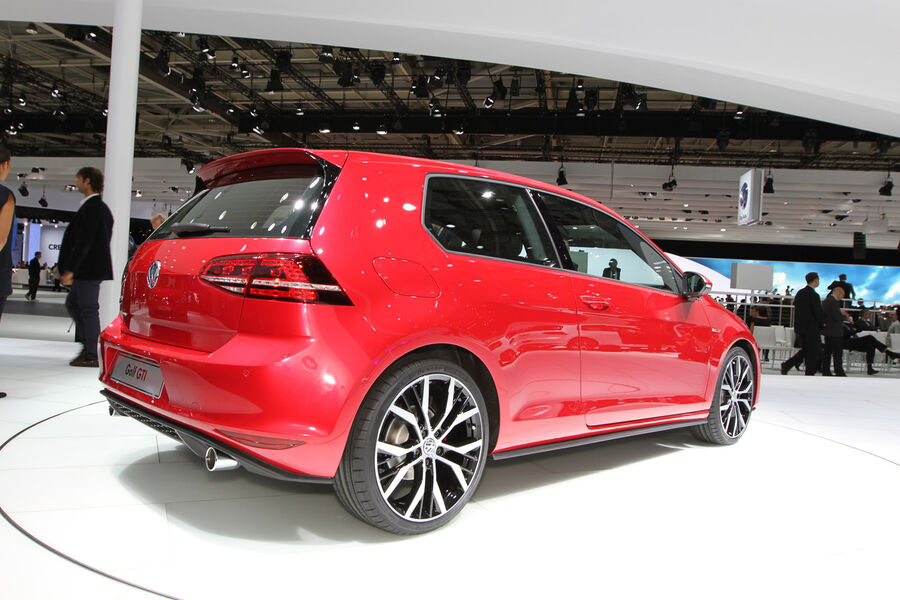 vw golf vii gti in paris das ist der neue gti nummer 7. Black Bedroom Furniture Sets. Home Design Ideas